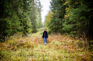 Formgivaren Shalony van Stralendorff beskriver sig som en modern skogsmulle. Tillsammans med Emelie Ivarsson driver hon sedan några månader livsstilsföretaget