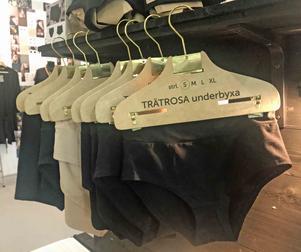 Vad kommer egentligen dina kläder ifrån. Stina Gunnarsson bakom Justwood vill få oss att tänka efter.