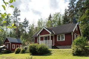 Villan har fyra rum och ligger i Västra Skedvi, utanför Kolsva. Foto: Notar