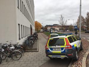 Flera polispatruller larmades till Hagströmska gymnasiet.