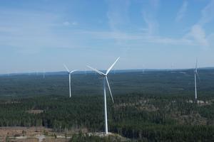Vindkraftverkens vara eller inte vara på Storåsen söder om Lillmörtsjön har varit flitigt diskuterat under 2019 (bild från vindkraftpark i Gävleborgs län).