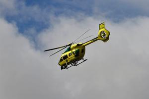 Ambulanshelikopter var på plats vid olycksplatsen.Foto: Nisse Schmidt