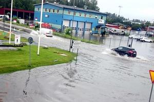 Baldersgatan den 11 juli 2016 då det föll 66,2 millimeter regn på ett dygn över Norrtälje. Läsarbild: Jennifer Nymark