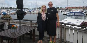 Rose Tillberg Mattsson är initiativtagare till författarträffen Sommarlitteratur. Den äger rum i Herrängs Marina där krögaren Mats Dahlgren står för maten.