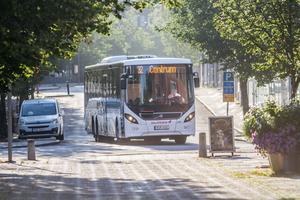 Kollektivtrafiken är en demokratifråga, skriver debattörerna.