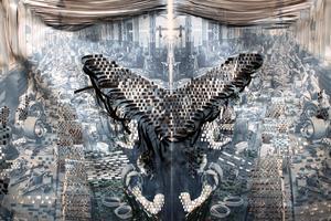 Tidigare sömmerskor använder sina små händer till att göra motorer åt Asea i Kristina Müntzings verk