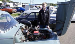Maj 2015. En 13-årig Hampus framför sin nya bil.