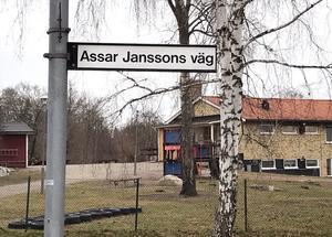 Vägen i Saladamm namngavs efter Assar Janssons död.