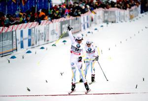 Anna Haag har tagit en individuell världscupseger. Den kom under Tour de Ski 2011, i skiathlon i Oberstdorf, och Haag spurtade ner Charlotte Kalla för att komma först över mållinjen. Foto: Adam Ihse/TT
