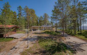 Det här huset i Gullvik utanför Örnsköldsvik såldes för 3 995 000 kronor. Foto: Mäklarhuset