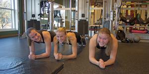 Tilda Norström, Ebba Norström och Alva Knudsen tränar dans sex dagar i veckan. Så mycket tid till annat förutom skolan finns inte.