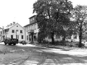 FOTO: STIG ELVÉN. Så här såg kvarteret med Svenska Handelsbanken och Källers ut 1968. Ett år innan de nya hyreshusen skulle börja byggas.