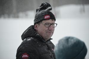 Kommunalrådet Anders Häggkvist (C) hjälpte de 400 åkarna att komma iväg i rätt öginblick vid starten.