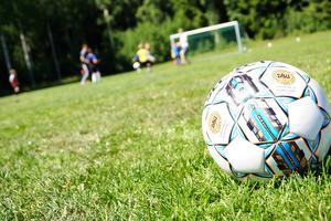 Enligt Jonathan Ekvall är fotboll lika viktigt i sporten som musik är i kulturen.