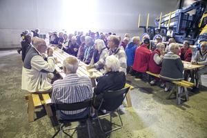 Många husbilsentusiaster hade samlats för träff med Bürstner husbilsklubb.