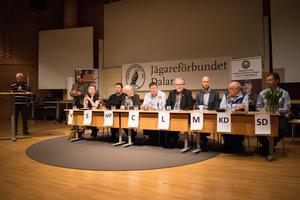 Debatten tog delvis upp frågeställningar om rovdjurspolitiken, jägarkåren och förbundets allmänna uppdrag samt frågor från publiken.