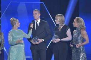Båda landslagsmålvakterna Robin Olsen och Hevig Lindahl fick motta pris för bästa målvakt. Foto: Tv4.