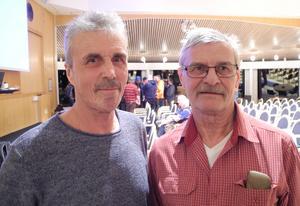 Omkring 130 personer kom för att lyssna på Hedin. Två av dessa var Kjell Hansson, till vänster, och Östen Haglund.