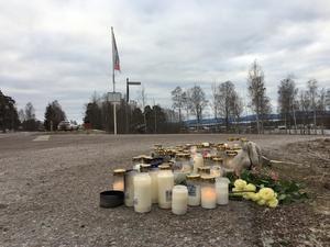 Ljus tändes vid platsen där 14-åringen miste livet efter att ha blivit påkörd av en bil.