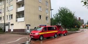 Räddningstjänst arbetar med sanering.