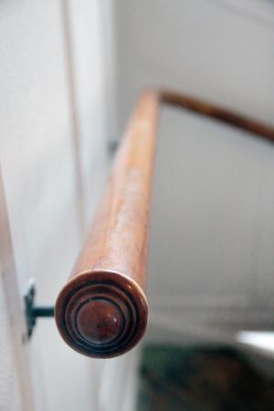 Fint originalräcke i trappen upp till övervåningen.