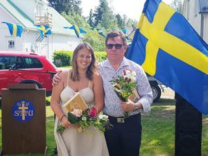 Ida Persson och Nils Göran Flink prisades under nationaldagen. Bild: Hans Wall
