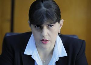 Chefsåklagare Laura Codruta Kövesi, har ansvar för att utreda korruption med EU-medel. Foto: Vadim Ghirda/AP Photo