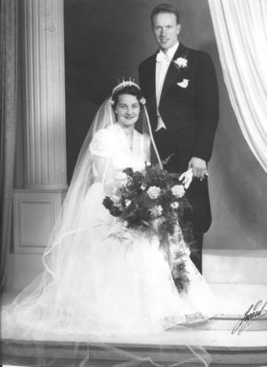 I dag firar Eivor och Birger Henriksson i Friggesund 65-årig bröllopsdag. Ateljéfoto