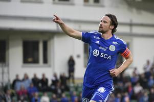 Linus Hallenius jublar efter sitt 2–0-mål mot Falkenberg i våras. Bild: Erik Mårtensson/TT