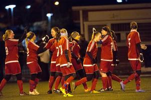 Kovland jublar efter 4–0-segern mot IFK Timrå i den andra semifinalen i damernas DM.