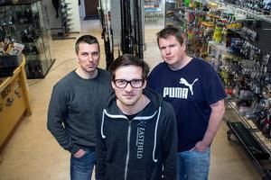 Jonas Henninger, Tomas Norberg och Anders Jansson i butiken i Danholn som mestadels kommer fungera som webblager i verksamheten.