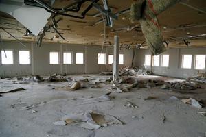 För ett par år sedan låg Norrtelje Tidnings redaktion i lokalen. Snart är väggar, golv och tak också rivna.