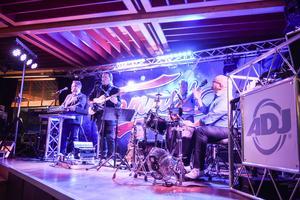 Tommys, ett dansband från Vasa, spelade under kvällen.