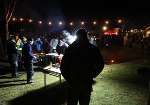 Under kvällens starkaste strålkastare brände skoterklubben kolbullar i mängder.