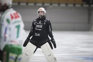 VSK-målvakten Henrik Kjellsson radade upp räddningar mot Vänersborg men det räckte bara till en poäng.