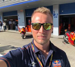 Dennis Nylund är operativ chef på Duell Bike-Center och är mycket nöjd med att de nu kan sälja de två märkena Halvarssons och Lindstrands.
