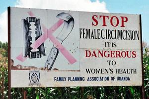 Kampanjskylt mot kvinnlig könsstympning i Uganda. Foto: Amnon Shavit