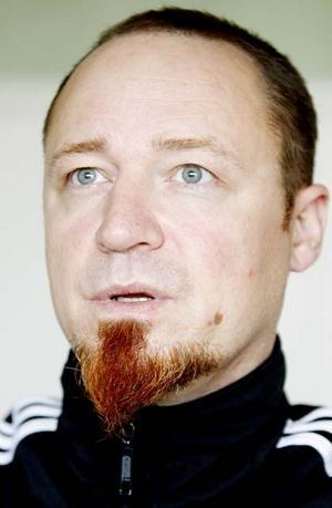Efter knivbrottet lämnar Lars-Olof Hägred alla sina politiska uppdrag.
