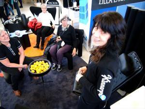 Lena Jonemar, från Kinnarps, visade upp en rad nya stolar för den kvinnliga publiken.