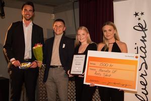 SPD:s Jakob Schönberg delade ut utmärkelsen Årets tjänst till Handla UF.