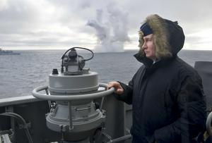 Rysslands president Vladimir Putin under en övning med den ryska marinen utanför Krim. Foto: Alexei Druzhinin/AP Photo