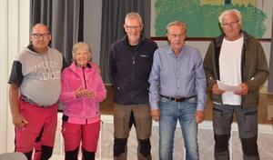 DM-trea blev Östersund 2. Från vänster: Yngve Bång, Margareta Bång och Håkan Ahlström, samt prisutdelarna Anders Granbom och Arne Nilsson. Foto: Sölve Madsén