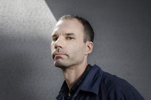 Journalisten Jonas Cullberg är sedan fyra år tillbaka baserad i New York. Han har under sina år i USA följt opioidkrisen på nära håll. Nu är han aktuell med reportageboken