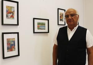 Jeko Haj Yusuf ställer ut både landsskapmotiv och abstrakta målningar.