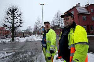 Nu hoppas vi att lamporna kommer att lysa. Går en säkring så kommer i alla fall inte samtliga gatlampor att slockna, framhåller Kent Midstrand och Börje Lindh vid Vattenfall Belysning.