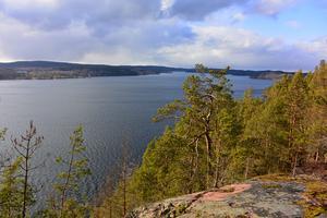 Vidunderlig utsikt över sjön Sommen från Röaberget på Torpön. Foto: Boo Nordin.