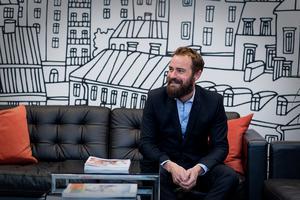 Jonas Nordwall har gjort sig till lite av en kändis när det kommer till kreativa bostadsannonser. Bild: Fastighetsbyrån