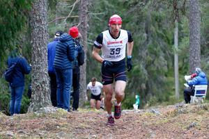IFK Moras Roman Ryapolov, här på Hackmora bergslopp, sprang förstasträckan för IFK Mora i 25-manna. Sågmyra. Foto: Sven Alexandersson.