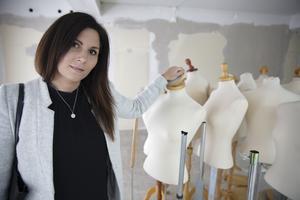 """Evelina Goldheim kommer att ta  över de kvarblivna """"dockorna"""" i butiken. Målet är att öppna Alexandras Brud & Bal i början av december."""