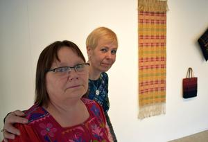Eva Örtegren och Anna Östlund framför bidragen från Västmanland och Dalarna,